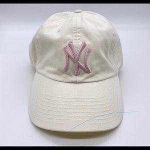 White pink Yankees Hat Os